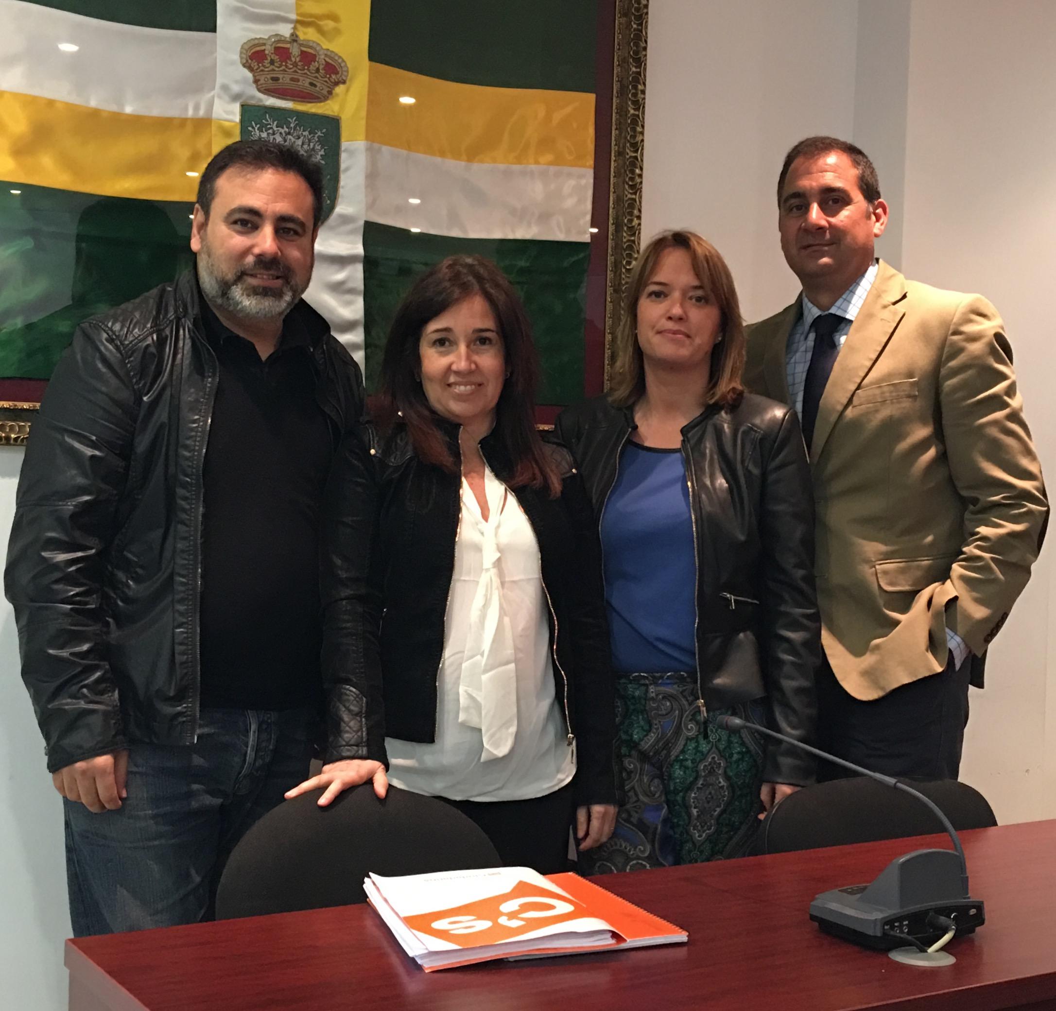 El Portavoz Manuel Romero, con los concejales del Grupo Municipal de Ciudadanos Bormujos