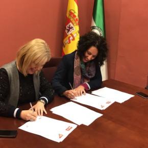 Ciudadanos y PSOE Alcalá de Guadaíra firman el acuerdo de los Presupuestos 2017.