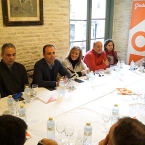 """Millán (Cs) se reúne con los sindicatos y reclama al gobierno """"modernizar la administración para que Sevilla funcione"""""""