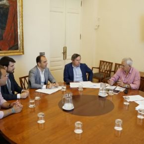 """Millán (Cs) consensúa con los agentes turísticos alegaciones a la nueva agencia para """"defender a Sevilla y evitar el modelo del PSOE y Podemos"""""""