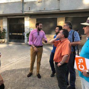 """Moraga (Cs) denuncia que el alcalde del PSOE tiene """"abandonados"""" a los vecinos de la barriada de Santa María en Triana"""