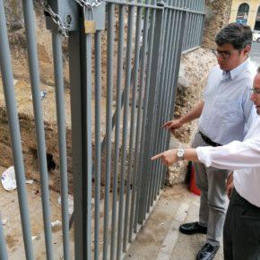 """Ciudadanos alerta de que la Muralla de la Macarena """"vuelve a ser un vertedero"""""""