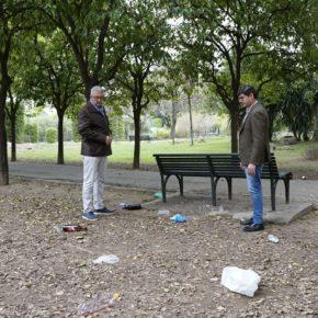 """Ciudadanos denuncia que """"el problema de la botellona"""" en Los Remedios """"ya afecta al Parque de Los Príncipes"""""""