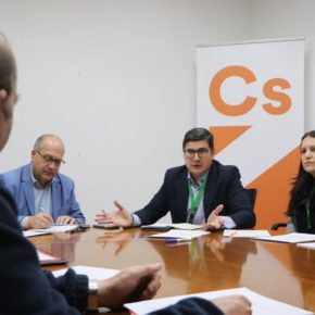 """Ciudadanos denuncia """"el abandono social"""" de Tres Barrios- Amate y compromete """"el impulso"""" del Plan Integral"""
