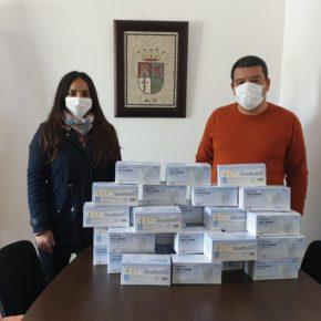 El gobierno de Almadén de la Plata invierte parte de la ayuda de la Junta en material de protección para todos los vecinos