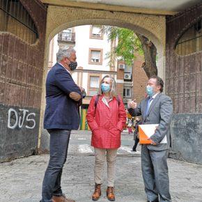 """Ciudadanos reclama """"la conservación y puesta en valor"""" de las puertas de madera de la antigua Hispano Aviación en Triana"""