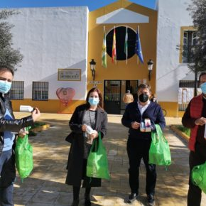 Ciudadanos Bormujos impulsa su compromiso con la sostenibilidad repartiendo botellas de aluminio de uso individual