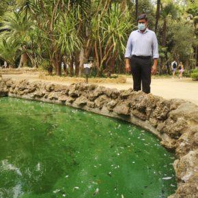"""Ciudadanos avisa de """"una costra de suciedad"""" en el agua de varios estanques del Parque de María Luisa"""